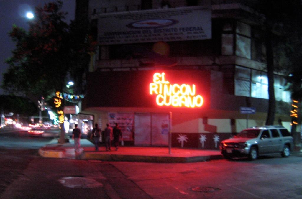 Mexico City swine flu business closings nightlife