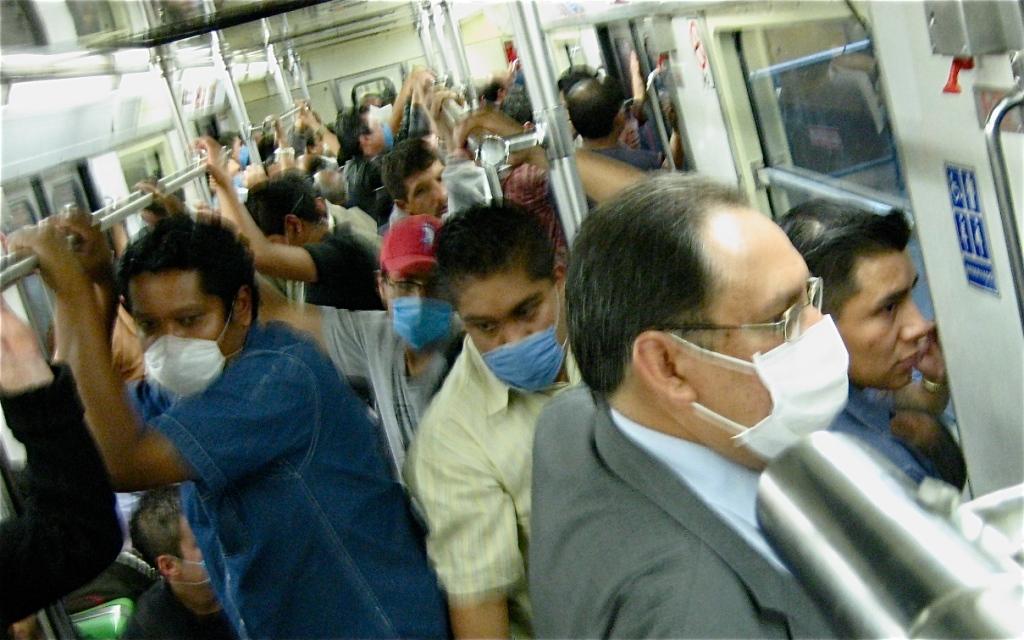 mexico city metro subways trains public transportation influenza diseases flu-mask cubreboca flu